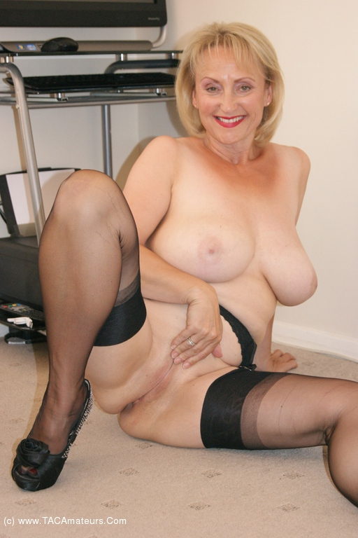 Free mature tits pictures