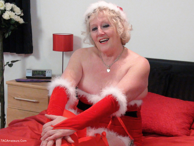 ClaireKnight - Mrs Santas Xmas Surprise Pt1