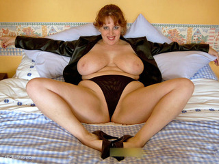 Curvy Claire - Leather Jacket Picture Gallery