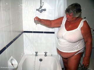 Grandma Libby - Bath Time Picture Gallery
