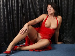 Sandy - Slut In Red Picture Gallery