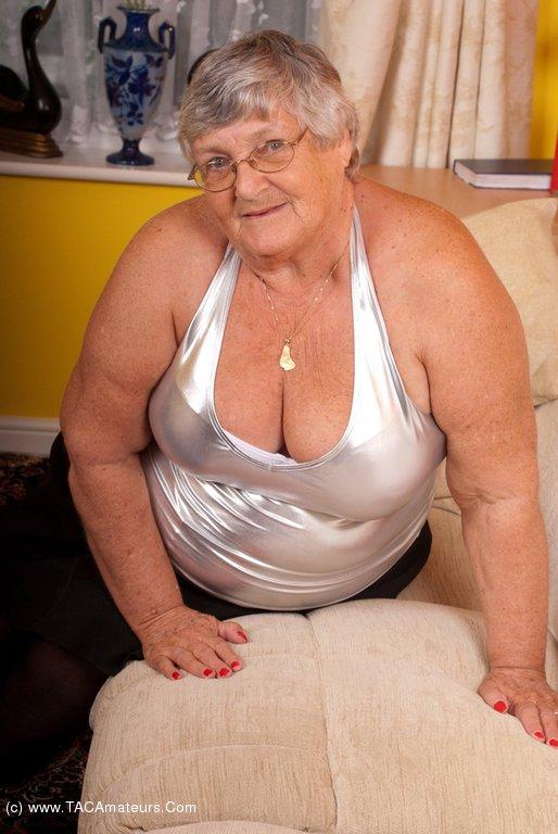 image Old mature lady enjoying lesbian strapon