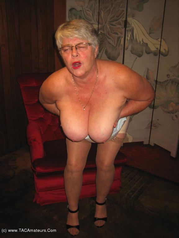 Amateur exhibitionist wearing open bottom girdle nude pics