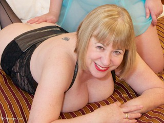 SpeedyBee - Fun With Sarah Jane Picture Gallery