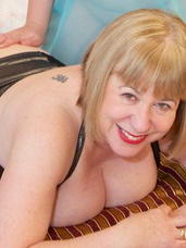 Fun with sarah jane Hi Guys, Heres another Hot Photoset from My Hotel Room in Prague, Here Im having some pleasant Old Fashioned Girlie Fun with. Cougar, mature, milf, bbw/curvy, united kingdom, high heels, feet/shoes, lingerie, stockings, boots, fingering, lesbian sex