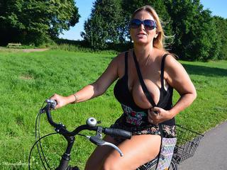 Nude Chrissy - Naked Bicycle Trip Picture Gallery