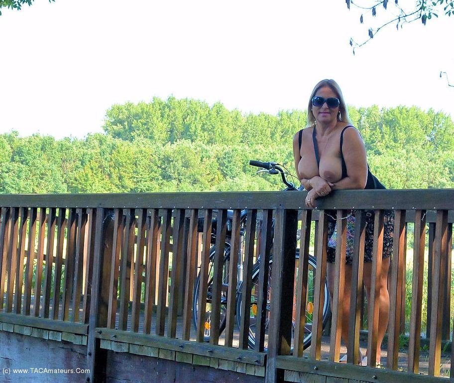 nudechrissy - Naked Bike Trip grátis Pic 2
