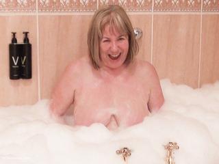 SpeedyBee - Bathtime Fun HD Video