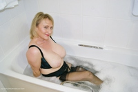 sugarbabe - Getting Dirty In The Bath Free Pic 1