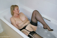 sugarbabe - Getting Dirty In The Bath Free Pic 2