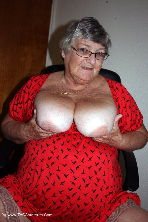 Oh so hot grannies - 2 7