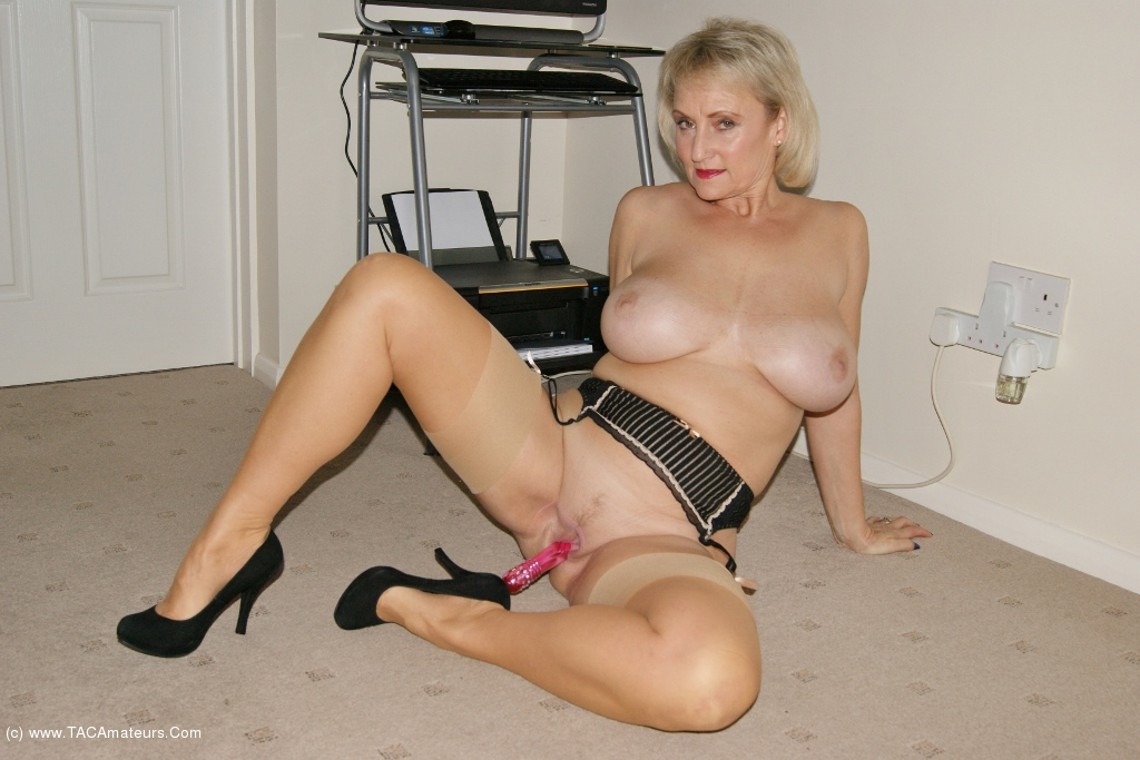 Free latina milf galleries