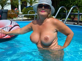 Nude Chrissy - My Nude Pool Picture Gallery