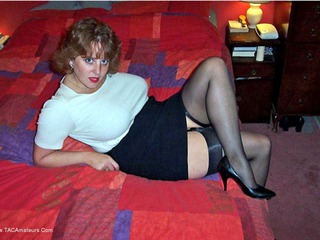 Curvy Claire - Bed Or Red Picture Gallery