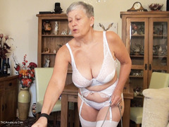 Savana - Housework Pt1 HD Video