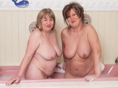 SpeedyBee - Champagne Bathtime Pt1 HD Video