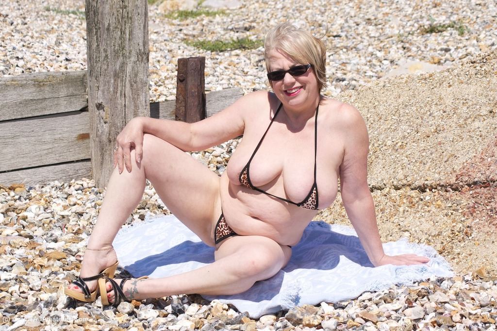 Quickly answered mature nude bbw in bikini