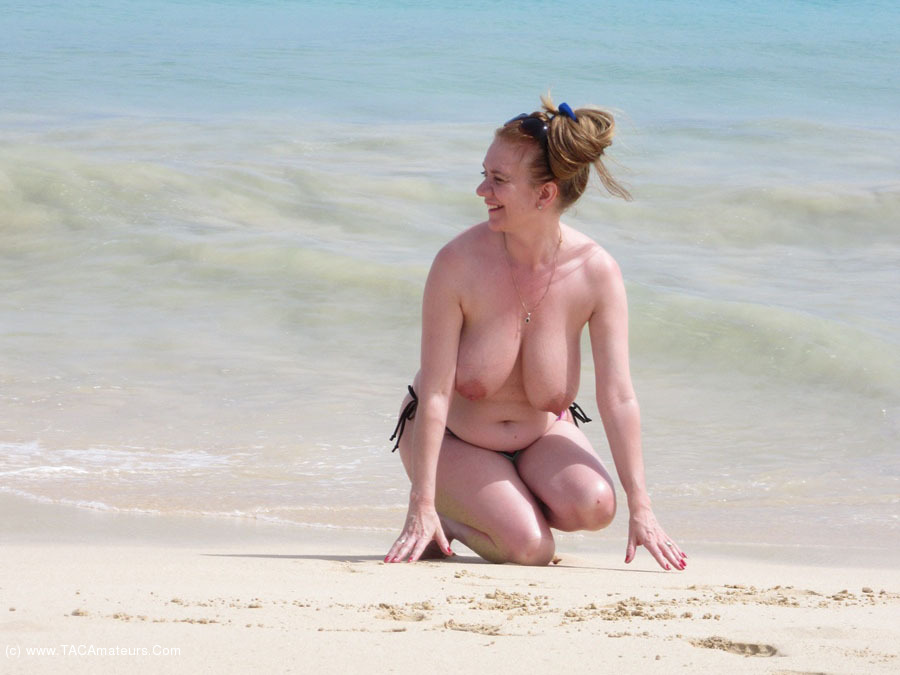 LilyMay - On The Beach scene 0
