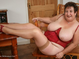 Kinky Carol - Red Corset Picture Gallery