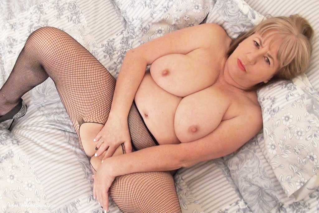 SpeedyBee - Fishnet Tights Pt1 scene 3