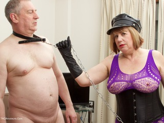 SpeedyBee - Fun With My Slave Picture Gallery