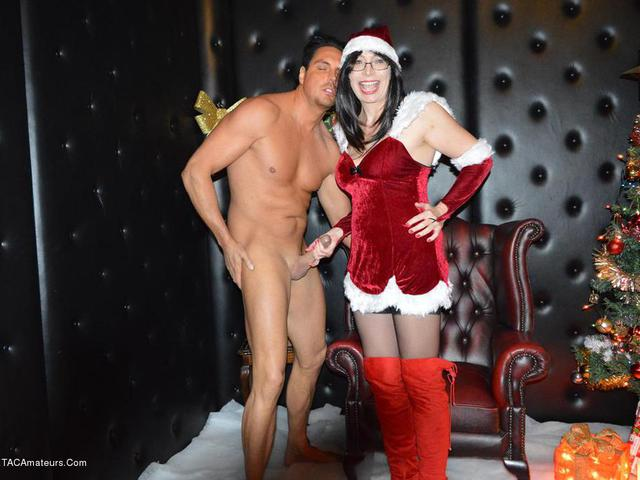 BarbySlut - Mrs Santa Makes A Guys Xmas