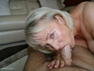 Sugarbabe - Cock Sucking MILF Picture Gallery