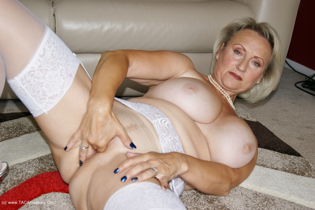 Sugarbabe - Two Toys Working That Pussy scene 0