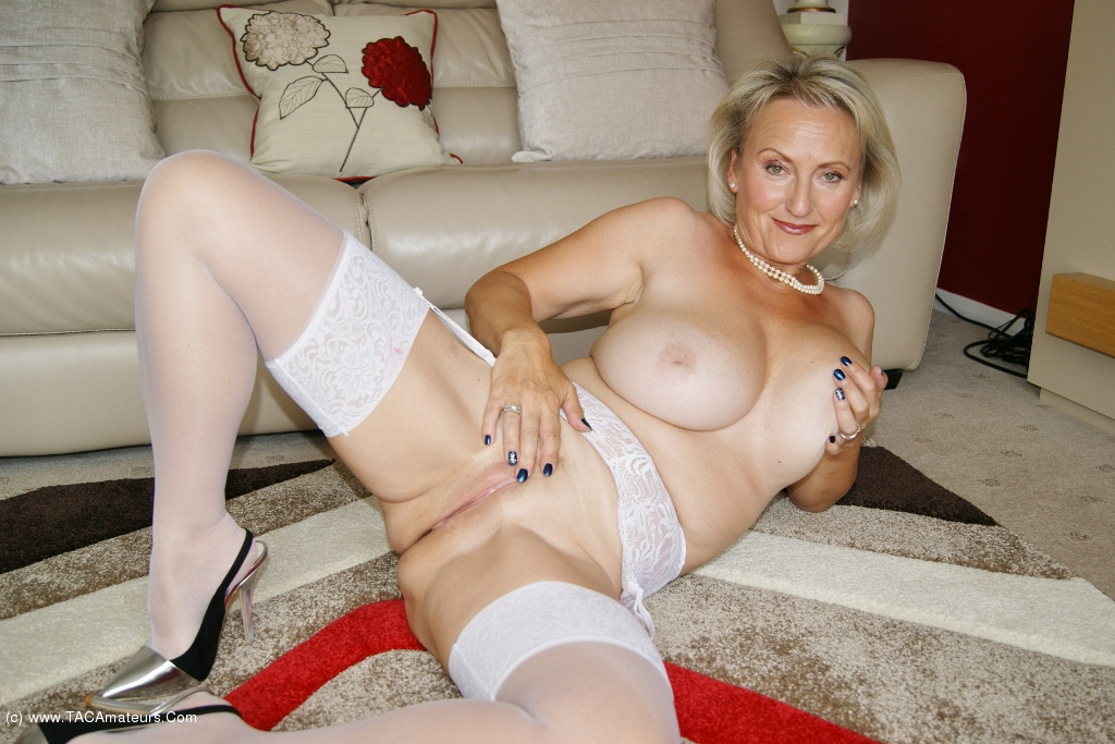 Sugarbabe - Two Toys Working That Pussy scene 3