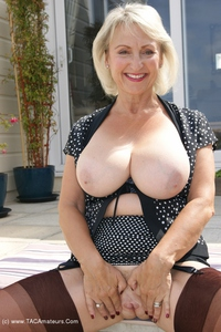 sugarbabe - Outside Toying With Myself Free Pic 3