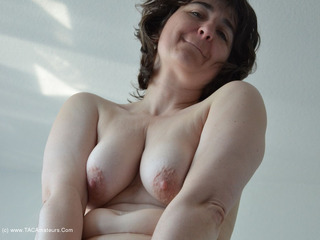 Hot Milf - Show Everything Picture Gallery