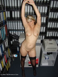 sweetsusi - Hot and naked in the office Free Pic 4