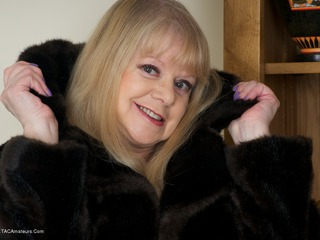 Dirty Doctor - Fur Coat Strip Picture Gallery