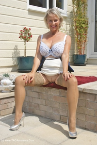 sugarbabe - Outside Getting Ready To Have Some Cock Free Pic 4