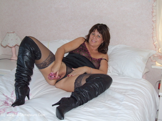 Sandy - Thigh Boot Wanking Picture Gallery