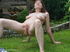 HotMilf - Sporty In The Garden Photo Album