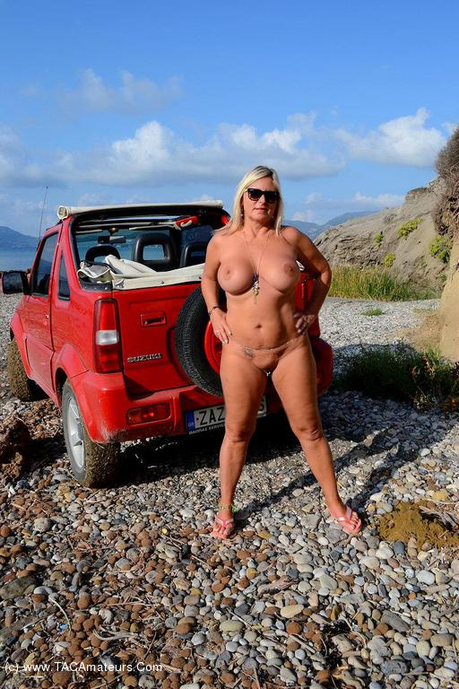 nude amateur in jeep