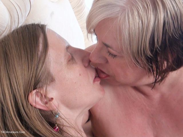 SammieSlut - Two Lesbian Sluts Pt2