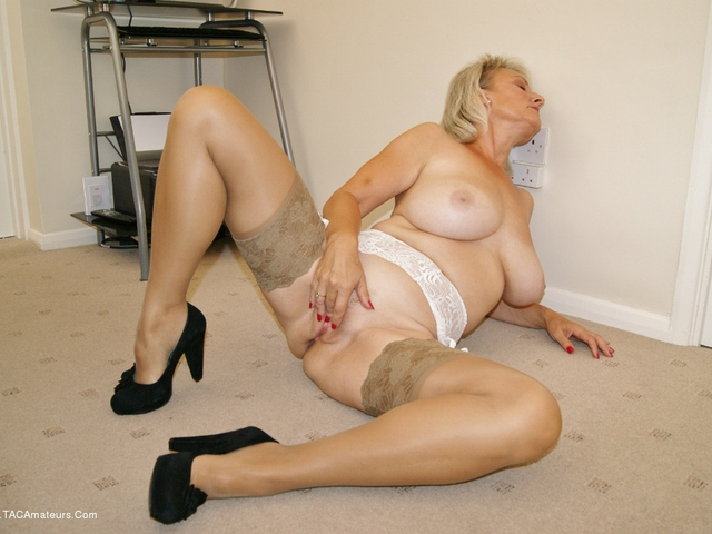 Sugarbabe - Come  Use My Pussy For Your Pleasure