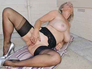 Sugarbabe - Fucking Myself For You Picture Gallery