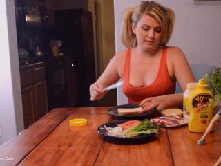 Daisy Haze - Cum Sandwich Pt1 HD Video
