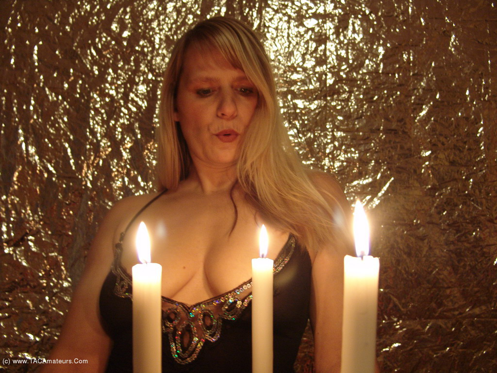 Milf play with candle