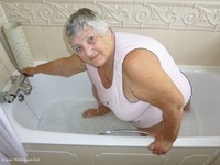 GrandmaLibby Bath Time thumbnail