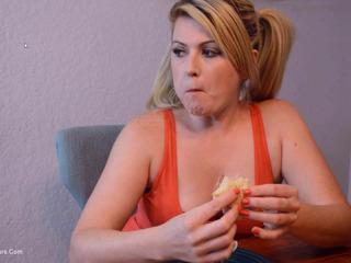 Daisy Haze - Cum Sandwich Pt3 HD Video