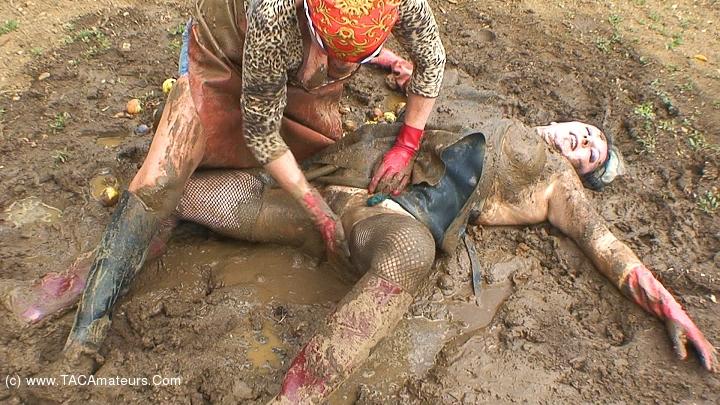 Пизда из грязи фото, колготки и женщины