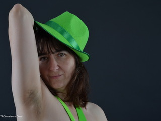 Hot Milf - Bright Green Picture Gallery