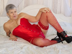 Savana - Red Basque Photo Album