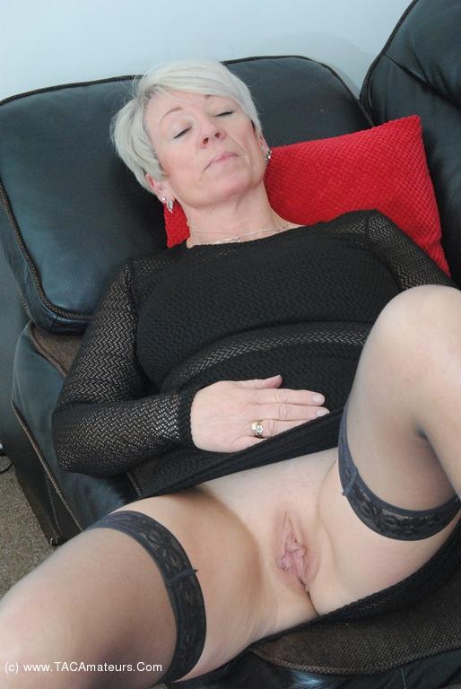 Huge dildos in pussys