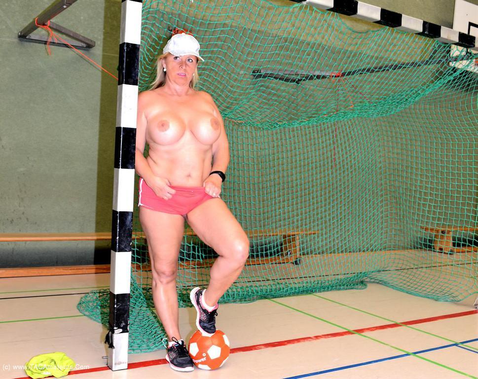 Nudist sports thumbnails
