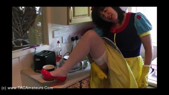 Juicey Janey - Pissing Snow White & Her Rubber Gloves video